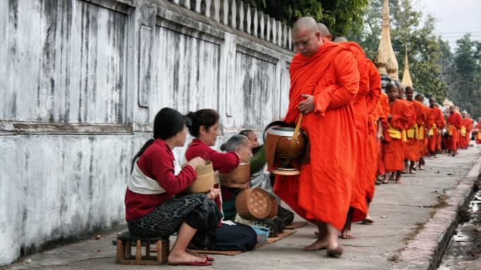 alms Luang Prabang