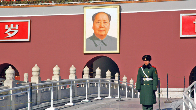 mao-zedong-portrait-at-the-forbidden-city-entrance-in-BEijing-China-Private-tours