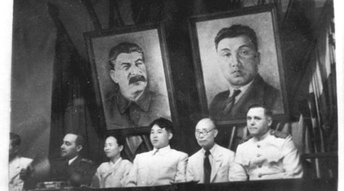 Kim-Il-sung-&-Joseph-Stalin,-North-Korea,-Room-39